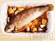 Печена сьомгова пъстърва пълнена с розмарин и чесън с хрупкава коричка на фурна